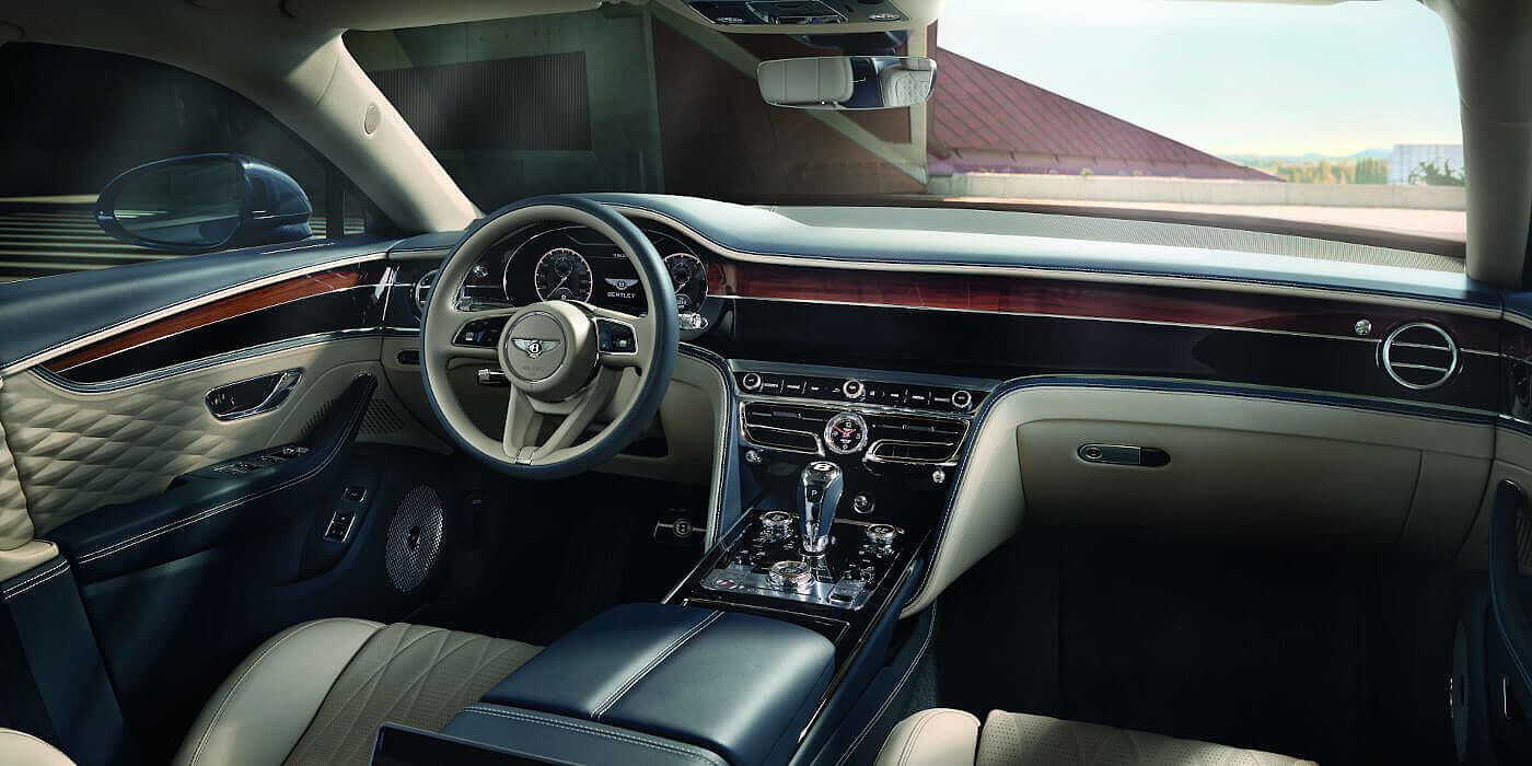 NEW-FLYING-SPUR-FRONT-INTERIOR-NEW-STEERING-WHEEL-20